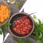 Möhren- und Tomatensalat