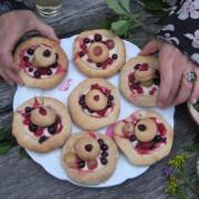 Törtchen mit Beeren aus unserem Garten